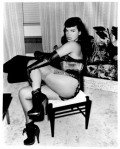 bettiepage-growlingingloves